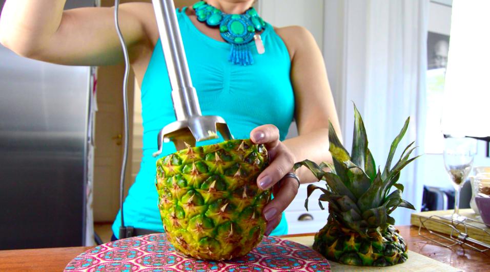ananasjuice-på-1-minut-youtube-mindfullyraw-tanja-956x532