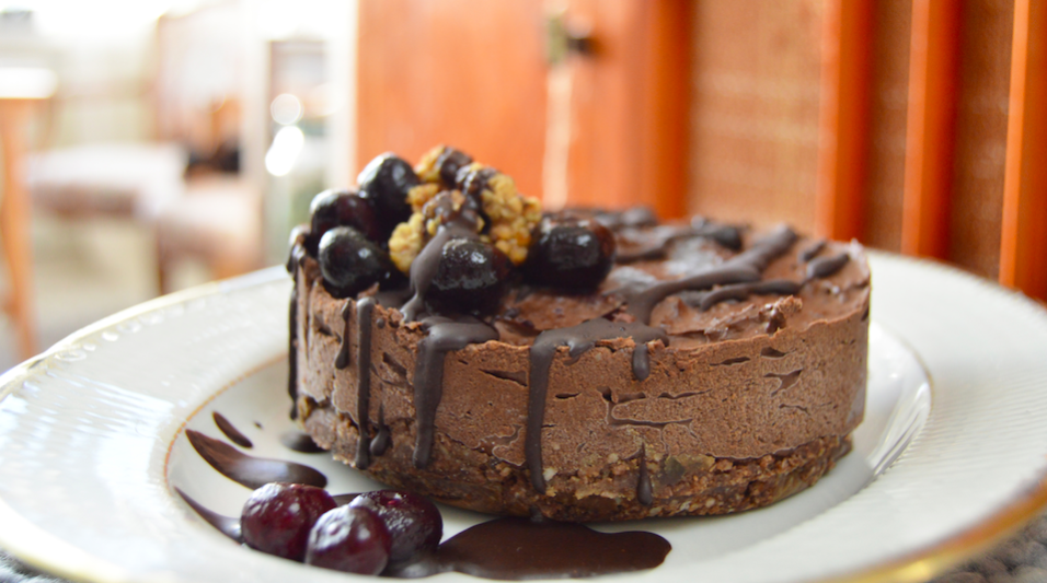 mindfullyraw-tanja-earth-hour-cake-956x533
