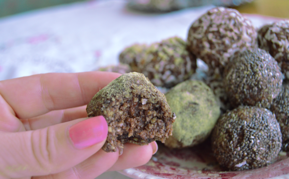 energy-bliss-balls-stressaav-956x614