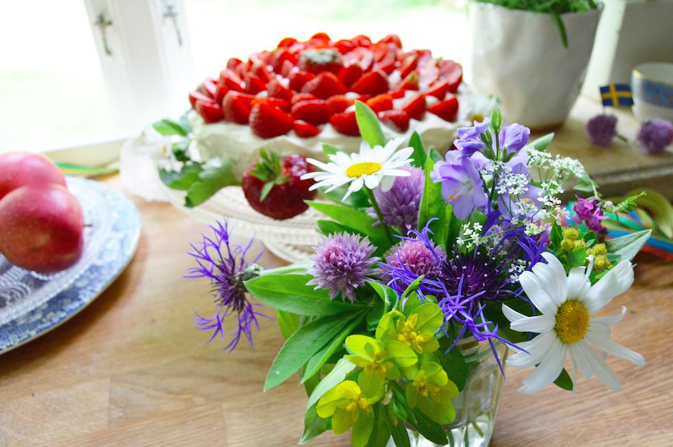 sju-sorters-blommor-tanja-dyredand-midsommar-vanliga-villan